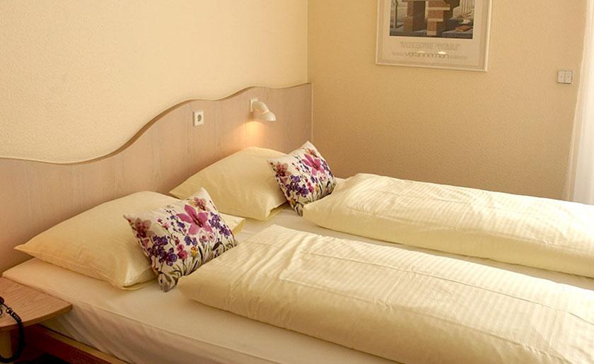 Vier-Bett-Zimmer Stadthotel Engel